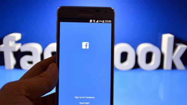 Количество украинских пользователей Facebook стремительно растет. Фото: Лайфхакер