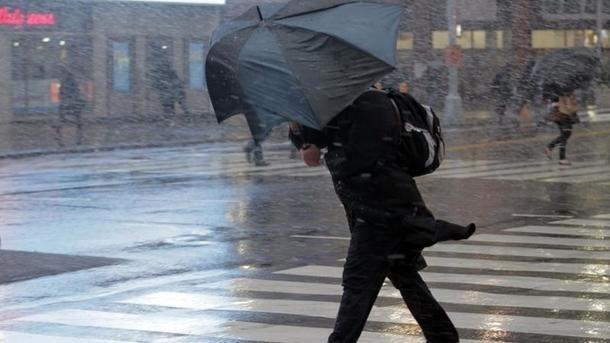 Завтра в Україні очікується неспокійна погода