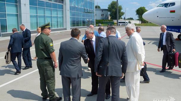 Встреча в аэропорту. Фото: соцсети