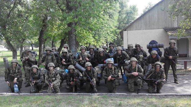 Будущее украинской армии. Сержанты, которых обучали в 197-м центре в Десне. Фото: AFP
