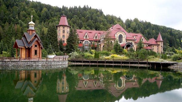 У карпатській резиденції Зеленського хочуть витратити понад 300 тисяч гривень на вирубку лісу