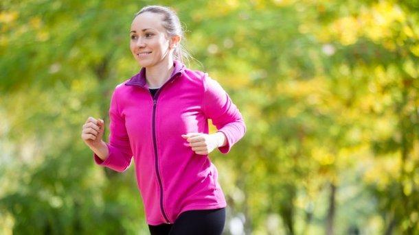Осенние пробежки полезны для здоровья Фото: yanalya / Freepik