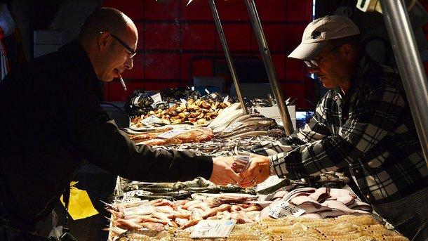 Копченую рыбу часто подделывают. Фото: pixabay.com