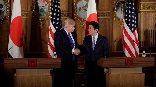 Дональд Трамп і Сіндзо Абе. Фото: AFP