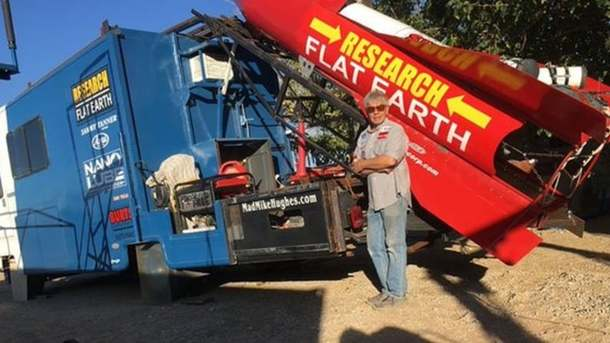 Хьюз построил ракету за свои деньги. Фото: Mad Mike Hughes / Facebook