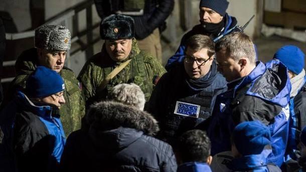 ОБСЄ і російські військові. Фото: facebook.com/oscesmm