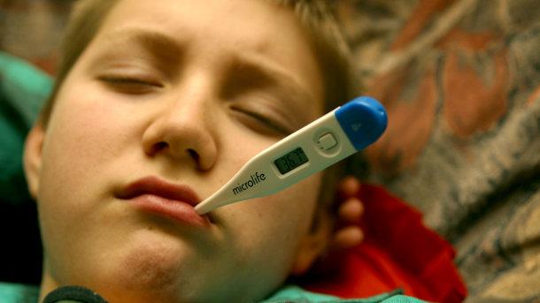 Отменяют занятия. За неделю в Киеве заболело больше 15 тысяч детей, школы объявляют карантин