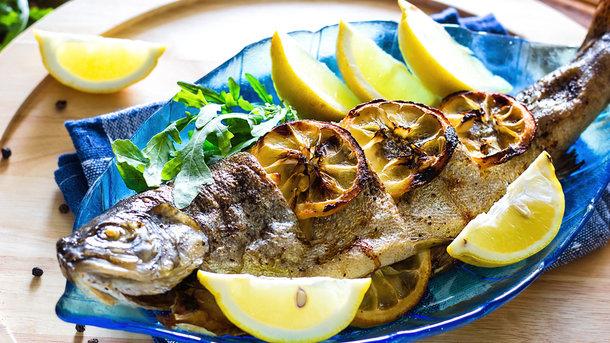 Запечена риба в духовці Фото: mrsiraphol/Freepik