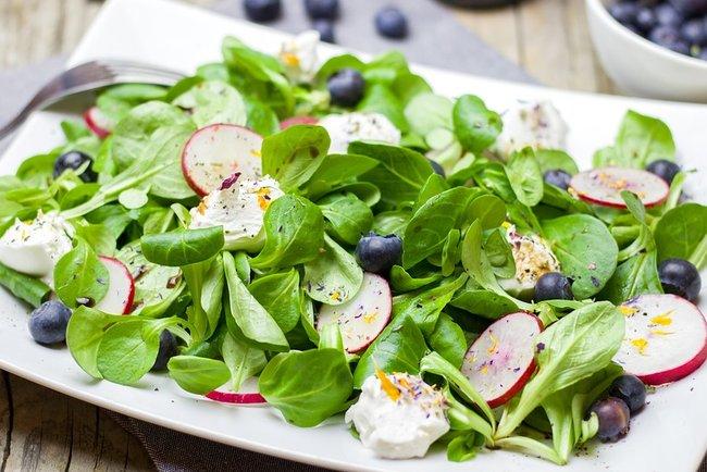 Весняний салат з редиски