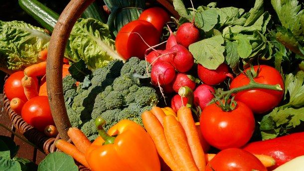 Ознаки найменшої небезпеки. Овочі, фрукти і ягоди містять тим меншу кількість нітратів, чим вони спіліші