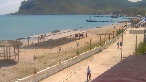 У моря. Местные массово жалуются на власти за грязь на пляжах. Фото: webcam.ikrim.net