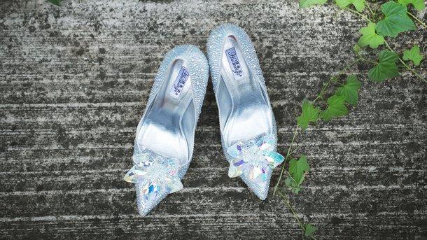 Обувь с узким носком и на каблуке вредит суставам