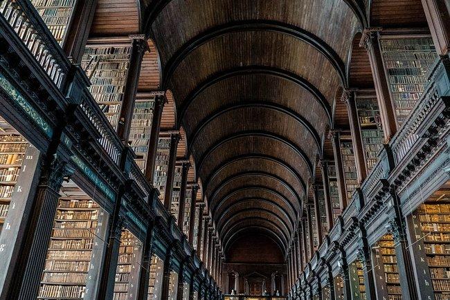 Старинная библиотека. Фото: pixabay