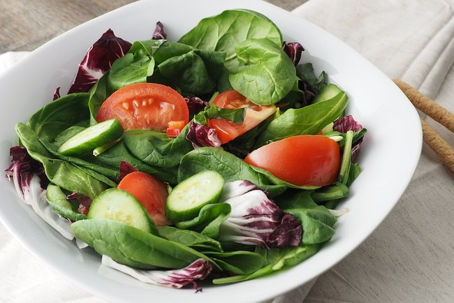 Овощные салаты богаты клетчаткой Фото: pixabay.com