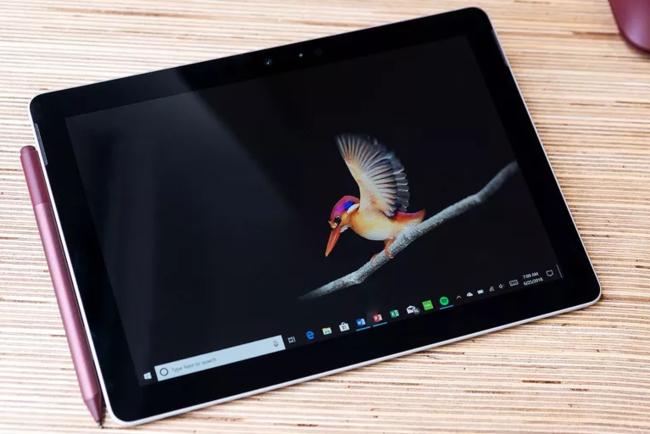 Microsoft Surface Go. Фото: The Verge