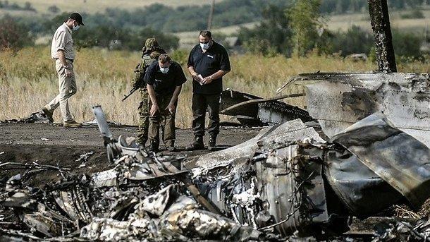Обломки самолета MH17. Фото: BULENT KILIC