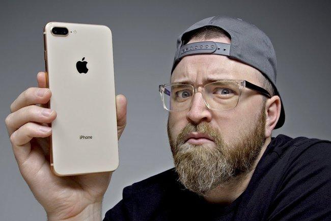 Apple iPhone 8 займет место бюджетной модели. Фото: Unbox Therapy