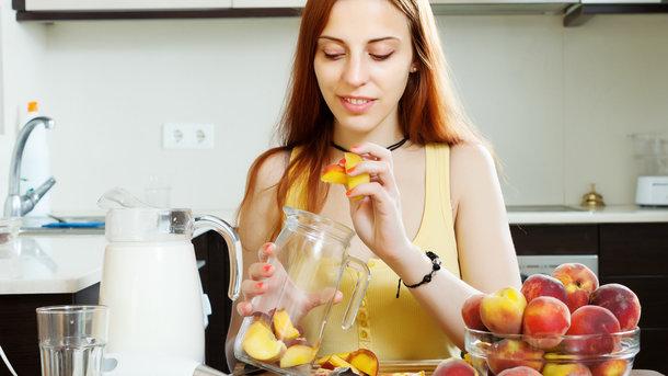 Из персиков получаются вкусные десерты и напитки
