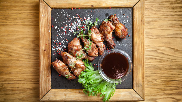 Куриные крылья на гриле Фото: depositphotos.com