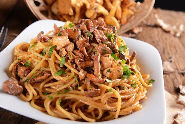 Спагетти с грибами Фото: depositphotos.com
