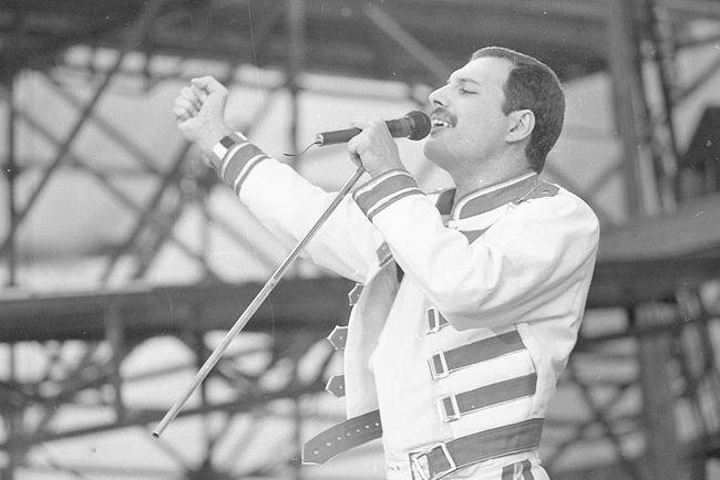 Пам'яті Фредді Мерк'юрі: ТОП-6 легендарних хітів групи Queen