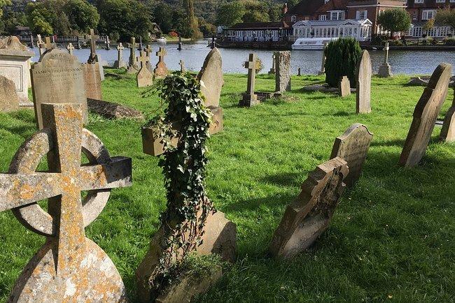 Потоп вынес из кладбища гробы. Фото: pixabay