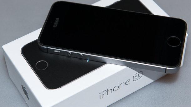 У малій частині моделей iPhone букви щось означають. Фото: digimedia.ru