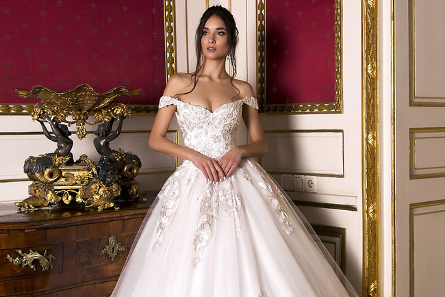 051763a8a49685d Оксана Муха розповіла про найактуальніші весільні сукні сезону 2019 |  СЬОГОДНІ