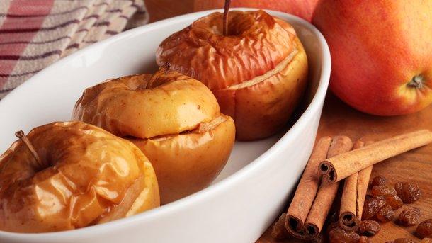 Как запечь яблоки с начинкой: четыре простых рецепта