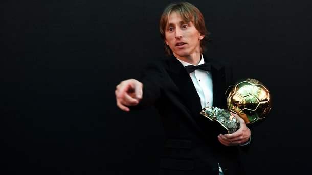 Лука Модрич с наградой. Фото AFP