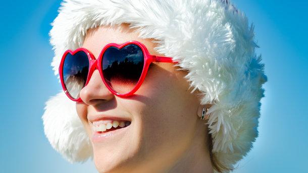 Очки нужно носить даже зимой Фото: freepik.com