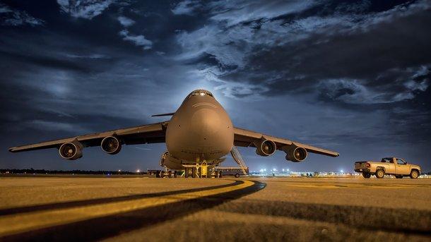 Літак не зміг сісти через сильні пориви вітру. Фото: pixabay