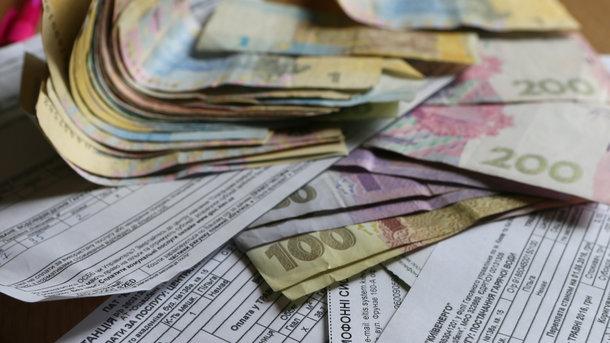 Деньгами. В многоквартирных домах экономим на воде и свете
