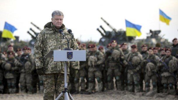 Порошенко выступил перед десантниками. Фото: president.gov.ua