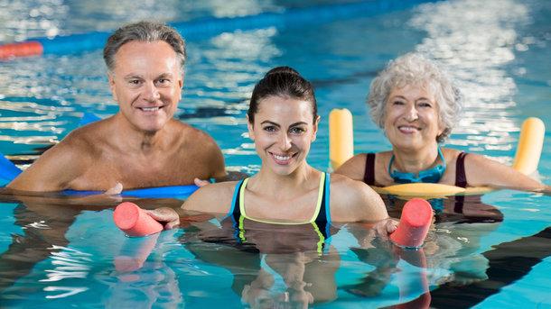 Аквааэробикой можно заниматься в любом возрасте Фото: depositphotos.com