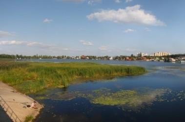 """Украинка. Из-за дороги город, атакуемый со всех сторон ядовитыми испарениями, лишится последний """"зеленых легких"""", к тому же здесь разрушат места нереста рыб; фото А.Яремчука"""