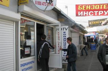 """На радиорынке Донецка """"тарелок"""" стали продавать больше."""
