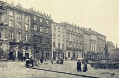 Площадь рынок. С 1915 года, когда был сделан этот снимок, дома в центре Львова практически не изменились, в отличие от горожан