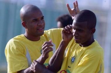 Весельчак. Выступая в молодежных сборных Бразилии, Алсидеш (слева) любил давать щелбаны своим партнерам. Фото AFP
