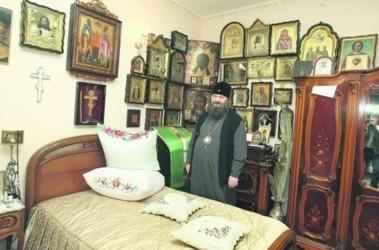 Дом Павла. Две ночи на этой кровати патриарх Кирилл будет отдыхать от дневных дел