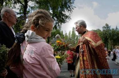 Традиции. На Маковея в церквях освящают цветы, мак и мед. Фото А. Искрицкая