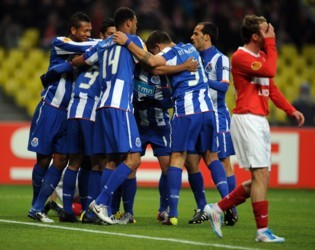 Players of Porto celebrate their fourth goal during their UEFA Europa league quarter final second leg football match against Spartak Moscow in Moscow on April 14, 2011. AFP PHOTO / YURI KADOBNOV