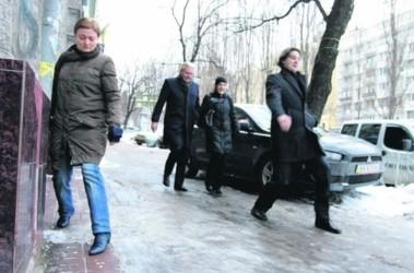 Каток. В столице почти нет чистых тротуаров. Спуски-подъемы — вообще непреодолимы. Фото: С. Николаев