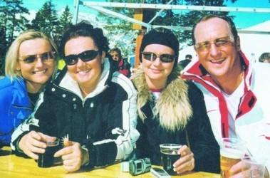 Счастливое семейство. Супруги Татьяна и Юрий Кравченко с дочерьми на отдыхе