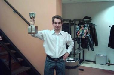 Юрий Солодовниченко с трофеем. Фото lsg-leiden.nl