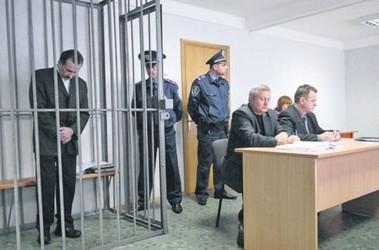 За решеткой. На свой суд Игорь Зварич старается приходить «с иголочки». Фото Украинское фото