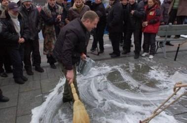 Майдан Независимости вымыли с мылом. Фото Gazeta.ua