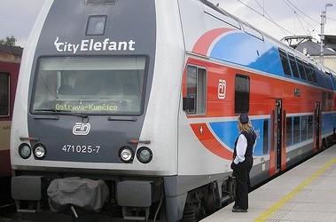 """Двухэтажный поезд """"Шкода"""", источник фото - vkurse.ua"""