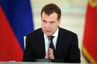 Медведев будет и дальше совершать рабочие поездки на Курилы, фото AFP