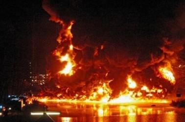В Германии взорвался танкер с 900 тысячами литров бензина на борту